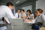 Regelmäßige Meetings zur Prozesssteuerung